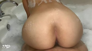 TMD: Reverse Cowgirl Fucks & FARTS in Bathtub!